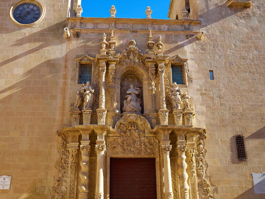 Santa María Basilica De oudste kerk in de stad Alicante.