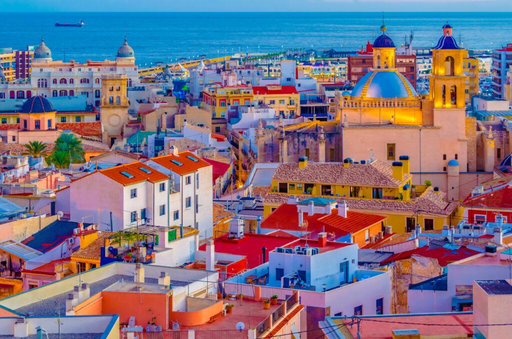 Alicante biedt ook fantastische stranden, uitzinnige keuken. Geweldige winkels en markten voor elke smaak.