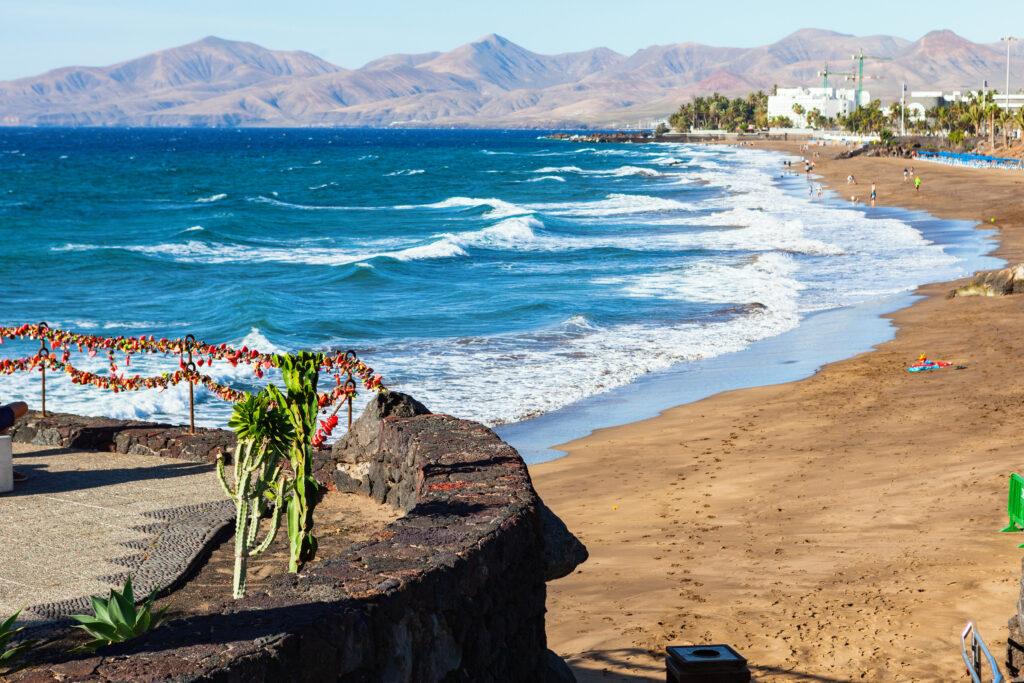 Puerto del Carmen, Lanzarote. Een groot aantal duikcentra en duiken is een van de meest populaire sporten.